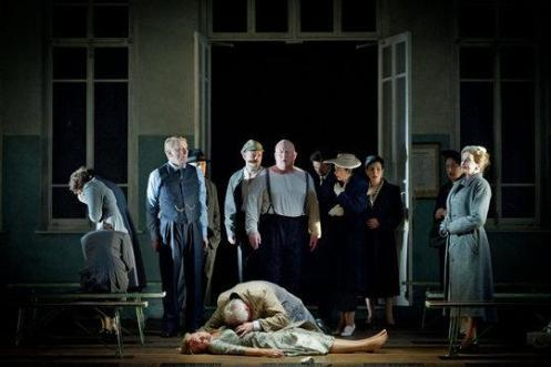 The final scene from Janáček's 'Katya Kabanova' - November 2011 © Welsh National Opera