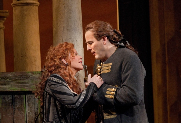 The lovers, Rodelinda (Renée Fleming) and Bertarido (Andreas Scholl), in Met Opera's production of Handel's 'Rodelinda' - December 2011 ©  Ken Howard